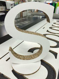 Lettre 3d avec socle amovible en reboard