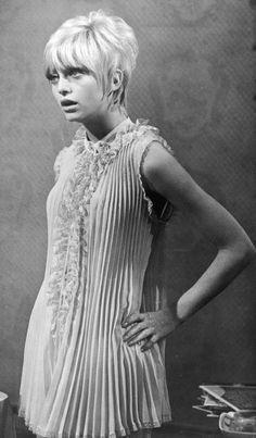 pixie haircuts 1970 - Goldie Hawn