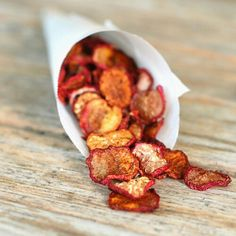 Cinnamon sugar radish chips: a super easy snack option to satisfy your sweet tooth! They also taste delicious as greek yogurt toppings #sweet #snack #summer