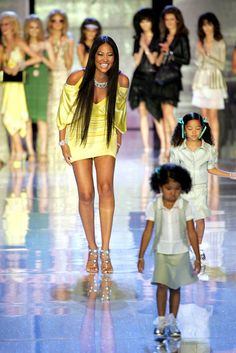 Aoki Lee Simmons Photos - Designer Kimora Lee Simmons and models walks the runway at the Baby Phat Spring 2006 fashion show during Olympus Fashion Week at Radio City Music Hall on September 2005 in New York City. China Fashion, Fashion Beauty, Girl Fashion, Fashion Design, Kimora Lee Simmons Kids, 2000s Fashion, World Of Fashion, Celebrity Siblings, Baby Phat