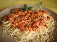 Μακαρόνια με σάλτσα ταραμά και καρύδια Spaghetti, Ethnic Recipes, Kitchen, Food, Baking Center, Cooking, Meal, Eten, Home Kitchens