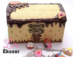 Decoden jewellery box with chocolate and biscuit