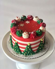 Here we have an amazing collection of latest Christmas cake design ideas. Learn how to make Christmas cakes for kids and family and to get some great ideas for your Christmas cake design. We hope you enjoy these designs as much as we do! Christmas Cake Designs, Christmas Cake Decorations, Holiday Cakes, Christmas Design, Holiday Baking, Christmas Baking, Patisserie Design, Christmas Deserts, Christmas Cookies