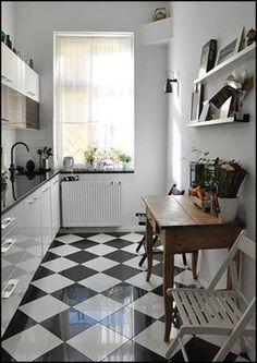 Décoration de Cuisine Noir et Blanc Cozy Kitchen, Kitchen Tiles, Kitchen Flooring, Kitchen Decor, White Galley Kitchens, White Kitchen Floor, Modern Floor Tiles, Black And White Tiles, Küchen Design