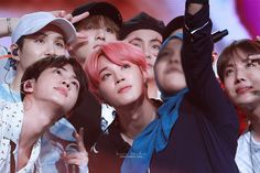 Omg you were so lucky to take a group selca w/ BTS and the Music Bank in Singapore!