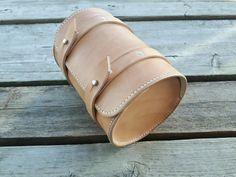 Putkilaukku käsintehty Clogs, Bracelets, Leather, Jewelry, Fashion, Clog Sandals, Moda, Jewlery, Jewerly