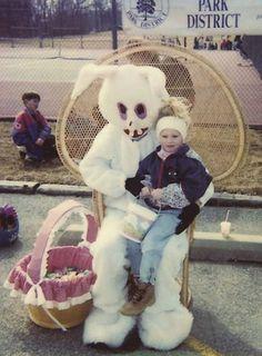 Regardez! Un vampire que se fait passer pour un lapin de Pâques!!!