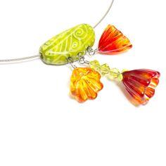 flowery lampwork necklace by Verena Spitz - http://www.glasperlenwerk.at