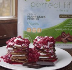 Chocolate Perfect Fit Protein pancakes with layers of Greek yogurt and honey in between. Topped with warm raspberries and a side of dark chocolate. Shared by kukume. Protein Recipes, Protein Foods, Healthy Recipes, Healthy Treats, Healthy Food, Healthy Eating, Bone Apple Teeth, Perfect Fit Protein, Plant Based Protein Powder