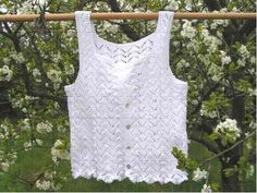 Gratis strikkeopskrifter Crochet Tank, Knit Crochet, Crochet Vests, Summer Knitting, Summer Blouses, Crochet Woman, Trendy Tops, Knit Sweaters, Cardigans