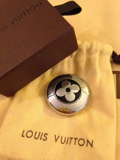 Louis Vuitton Memory Stick. Get the lowest price on Louis Vuitton Memory Stick and other fabulous designer clothing and accessories! Shop Tradesy now