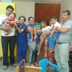 """Esto nos comentó Sandra mamá de Sebastián de su experiencia en las terapias grupales en el Centro Teletón en Asunción: """"A mi hijo le hace bien estar con otros niños. Hacemos amigas y amigos aprendemos mucho y es súper divertido. En cada terapia vemos cómo los chicos logran muchas cosas y eso nos hace muy felices""""."""