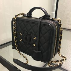 Chanel handbags – High Fashion For Women Luxury Bags, Luxury Handbags, Designer Handbags, Chanel Handbags, Purses And Handbags, Chanel Boy Bag, Coco Chanel, Chanel Boutique, Cute Bags
