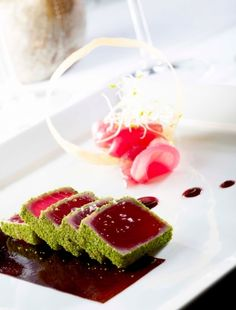 Half-cooked tuna loin with parsley crumbs and soy jelly - Anna Coombs Hmr Sea Trout Recipes, Fish Recipes, No Salt Recipes, Gourmet Recipes, Cooking Recipes, Cold Appetizers, Appetizer Recipes, Chefs, Tuna Loin