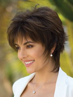 Blindsiding Cool Ideas: Women Hairstyles Medium Bangs how to cut shag hairstyles.How To Cut Shag Hairstyles. Edgy Short Haircuts, Short Shag Hairstyles, Short Hairstyles For Women, Pixie Haircuts, Hairstyles 2018, Hairstyle Short, Teenage Hairstyles, Everyday Hairstyles, Trendy Hairstyles
