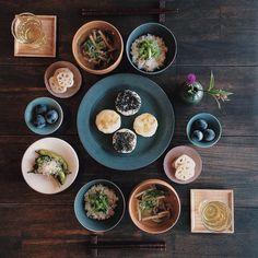 朝食じゃがいもの煮物でおやき(クリームチーズと黒胡麻)軽井沢で食べたおやきが忘れられずまた食べに行きたい箸置きとも長野産 by saki.52