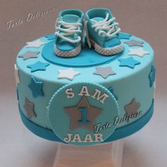 #kindertaarten #Baby #Boy #cake #sneakers # Gympen #1 Baby Boy Cakes, Cakes For Boys, Christening Cake Boy, Theme Cakes, Baby Shower Gender Reveal, Sugar Art, Awesome Cakes, Creative Cakes, Communion