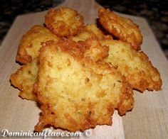 Instead of potato patties, give yuca – also known as cassava – a try. Yuca Recipes, Boricua Recipes, Cooking Recipes, Latin American Food, Latin Food, Spanish Dishes, Cuban Dishes, Spanish Recipes, Spanish Food