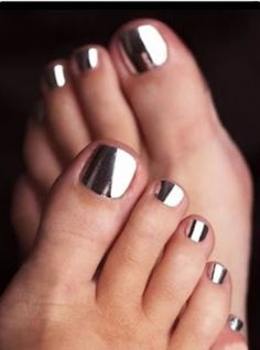 The newest color is out ! The metallic colors that basically make your nails look like mirrors! Gorgeous!