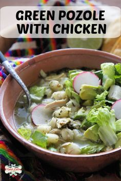 This comforting green pozole can be made any day of the year. Learn how to make this traditional Mexican soup at home with easy to find ingredients and garnish with lettuce, radishes, oregano, onion and avocado, irresistible! Ideal for your parties or family gatherings. Check the step by step recipe and video. | how to make pozole verde | hominy recipe ideas | Pozole verde with chicken | #mexicanfood #easyrecipe #posole #pozole