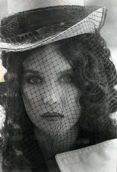 Imagen de black and white, veil, and isabelle adjani Isabelle Adjani, A Kind Of Magic, Delon, French Actress, Actor Model, Bellisima, Supermodels, Dame, Fashion Photography