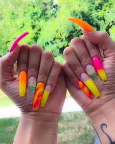 Elegant and Cute Acrylic Nail Designs, unique ideas for you to try in special day or event. Spectacular options to make your nail gorgeous and amazing! Edgy Nails, Grunge Nails, Dope Nails, Trendy Nails, Crazy Nails, Cute Acrylic Nail Designs, Best Acrylic Nails, Yellow Nails, Pink Nails