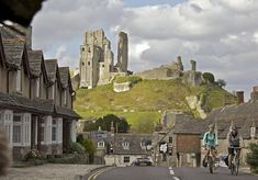 Southwest England UK - Does it get any more romantic than cycling through an English coastal town (Swanage) with a castle in the background (Corfe Castle)? Image courtesy of VisitEngland/Weymouth and Portland Borough Council/Cycle West- Tim Pestridge. Best Places In Europe, Places To Travel, Places To See, Travel Destinations, Corfe Castle, Jurassic Coast, Fun Days Out, Seaside Towns, Kirchen