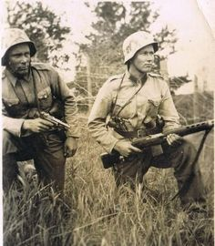 Finnish Soldiers, SVT 40 assault rifle, Continuation War, pin by Paolo Marzioli German Soldiers Ww2, German Army, Military Photos, Military Art, Safari, Night Shadow, Germany Ww2, Man Of War, Akashic Records