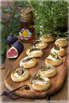 Maistuis varmaan sullekin!: Viikuna-vuohenjuustopiiraat Camembert Cheese, Dairy, Food, Essen, Meals, Yemek, Eten