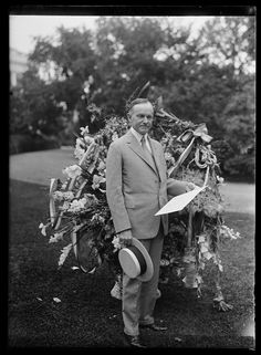 July 1924 President Calvin Coolidge receives an arrangement from the Florist Telegraphers Association on his birthday. Photo by Harris & Ewing, Harris & Ewing Collection, Library of Congress Prints and Photographs Division. Black Presidents, American Presidents, American History, Vintage Pictures, Vintage Images, Calvin Coolidge, Great Novels, Our President, Library Of Congress