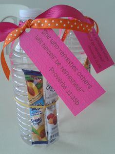 Botella de agua con stick de jugo , y un versiculo relacionado!