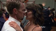 "How I Met Your Mother ""Barney and Robin dancing"""