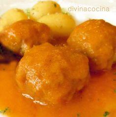 Lal albóndigas de choco también se pueden guisar en amarillo, con la misma receta del cazón.