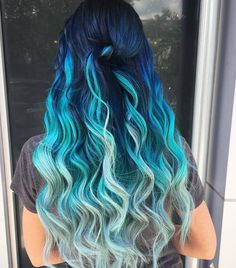 50 Brilliant Wavy Hair Ideas for Contemporary Cuts Ideas for Contemporary Ideas for Contemporary Cuts Pretty Hair Color, Beautiful Hair Color, Ombre Hair Color, Blue Ombre, Beautiful Beautiful, Long Hair Waves, Short Wavy Hair, Pulp Riot Hair Color, Haircuts For Wavy Hair