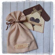 Card a forma di casetta e sacchetto in stoffa per consegnarla!