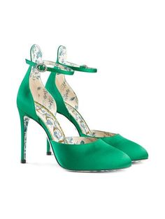 Gucci Green Satin Daisy Pumps Are The Most Dreamiest Shoes Ever! Nwt, Box, Dust Bags, And Heel Tip Replacements Included. Beautiful High Heels, Stylish Boots, Satin Pumps, Designer Heels, Dream Shoes, Gucci Shoes, Womens High Heels, Me Too Shoes, Fashion Shoes