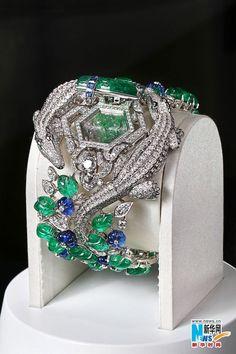 Cartier de diamantes y pulsera brazalete de esmeraldas