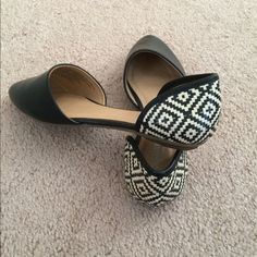 Old navy black flats. Never worn! Brand new! Black and Tan tribal back print old navy flats. Size 7. Old Navy Shoes Flats & Loafers