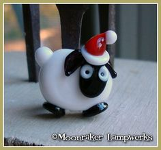 Christmas Sheep Holiday Lampwork Bead van moonrakerbeads op Etsy, $7.00