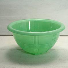 Vintage Hazel Atlas Criss Cross Pattern Bowl~~