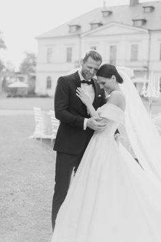 Stunning Diamond Styled Wedding on Chateau Mcely by Matej Trasak Wedding Photography #wedding #bride #groom #weddingdress #weddingveil #luxurywedding #weddinginprague #chateaumcely #weddingreception #prague #czechrepublic #weddingring #kiss #smile #weddingphotoinprague