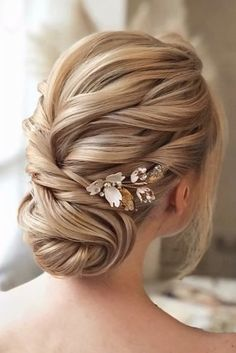 wedding hairstyles blonde 30 Bridal Hairstyles For Perfect Big Day Party bridal hairstyles swept low updo on blonde hair with flower pins hair_vera Best Wedding Hairstyles, Loose Hairstyles, Bride Hairstyles, Hairstyles Pictures, Hairstyle Ideas, Bridal Braids, Bridal Updo, Bridal Hair Pictures, Elegant Wedding Hair
