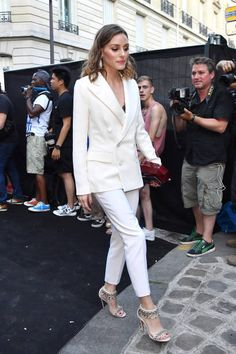 Olivia Palermo arrives at the 'Vogue Foundation Dinner at Palais Galleria on July 3 2018 in Paris France Estilo Olivia Palermo, Olivia Palermo Style, Olivia Palermo Wedding, Stockholm Street Style, Paris Street, Milan Fashion Weeks, London Fashion, Vogue, Celebrity Outfits