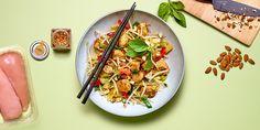 Wok de légumes et soja au poulet, gingembre et amandes 20 Min, Pasta Salad, Tacos, Curry, Mexican, Ethnic Recipes, Food, Cherry Tomato Salad, Kitchens