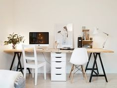 duże podwójne skandynawskie biurko na czarnym krzyzaku z drewnianym blatem