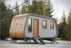 CASA PORTÁTIL - THE COLLINGWOOD HUT  O Collingwood Shepherd Hut é uma casa portátil interessante para aqueles que amam morar ao ar livre. Esta cabine modular pode fornecer abrigo de uma forma segura e muito confortável.