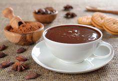 Классический горячий шоколад Ингредиенты:● 1 л молока● 200 г шоколада (горького или молочного)● 2,5 ст л картофельного крахмала Приготовление Из указанного количества ингредиентов получается 4-5 порци…
