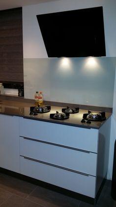 Altijd leuk om foto's te ontvangen van enthousiaste 'PITT cookers'. Prachtige keuken met onze 4-PITTs Dempo!