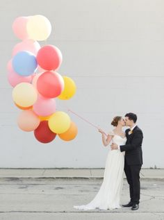 Giant wedding balloons. read more - http://www.hummingheartstrings.de/index.php/dekor/love-is-in-the…-riesenballons/