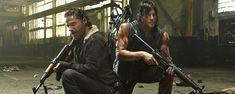 """En attendant de repartir en guerre contre les zombies, à partir du 11 octobre, les héros de """"The Walking Dead"""" prennent la pose pour Entertainment Weekly. L'occasion de voir Rick et Daryl se rapproche..."""